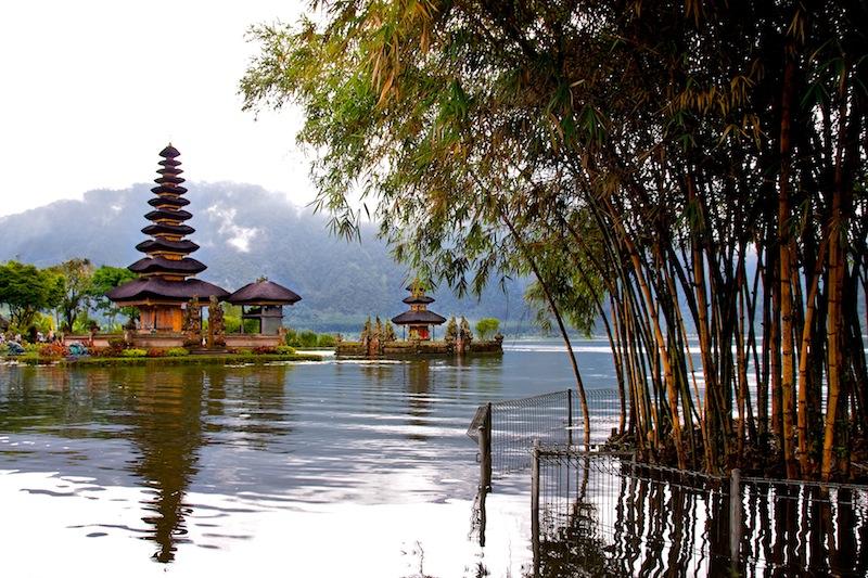 Храм Улун Дану, озеро Бератан